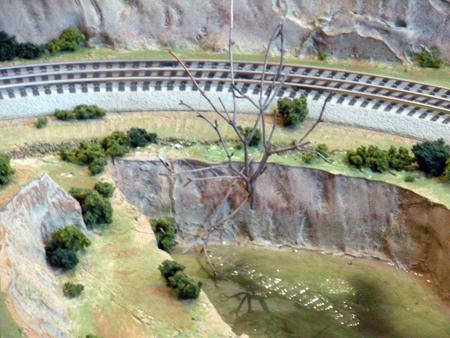 Modelling rock formations from foam | Model Railroad Layouts